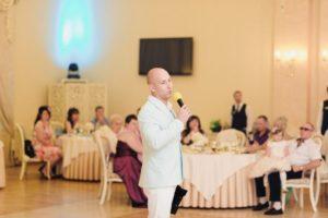 Услуги ведущего на корпоратив и проведение официального мероприятия в Киеве