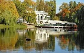 Свадьба на берегу озера, что может быть более романтичным, если Вы хотите отпраздновать свадьбу в Киеве