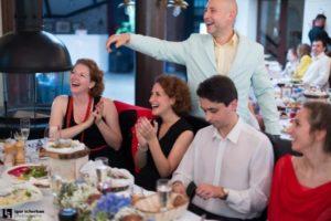 Ведущие на юбилей цены - адекватные, гарантия хорошего настроения и праздничного веселья
